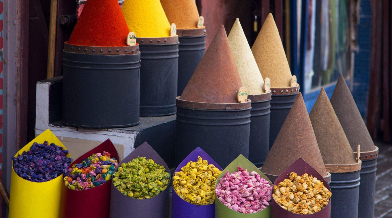 morocco spice and flower market | mosaic art retreats